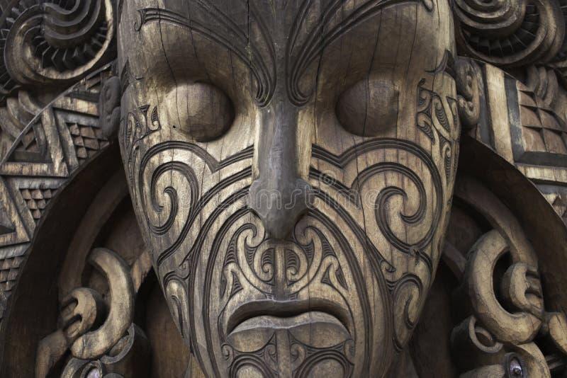 Wood maori maskering från gudhelgedom royaltyfria foton