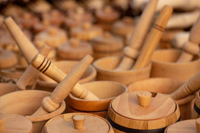 Wood mortel och Pestle arkivbilder