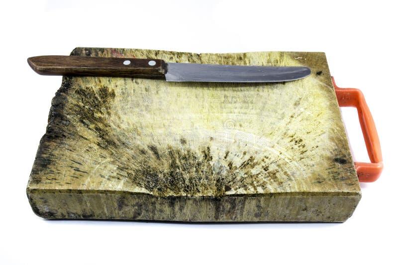 Wood platta (träsnitt) för klippt ingrediens och skalningskniv royaltyfria bilder