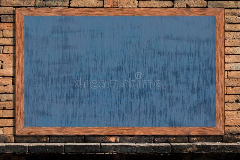 Wood ram för svart tavla med svart yttersida på gammal bakgrund för tappningtegelstenvägg royaltyfria foton