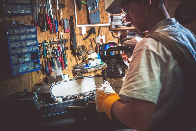 Wood skärarehjälpmedelreparation royaltyfri bild