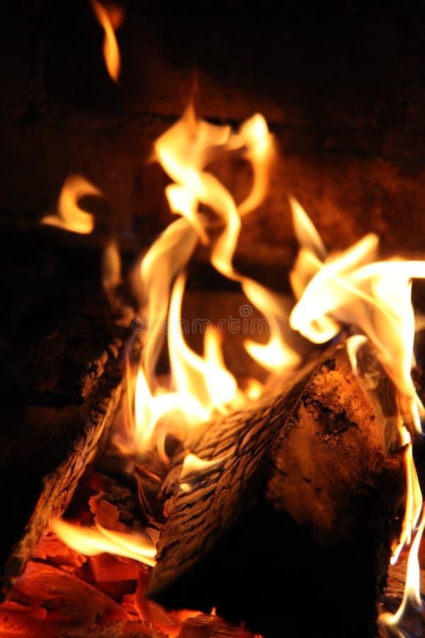 Wood spis, closeup för brandflammakol arkivfoton