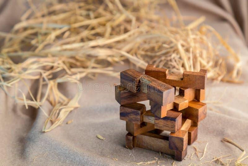 Wood stycke i ett pussel för fyrkantigt kvarter royaltyfri foto