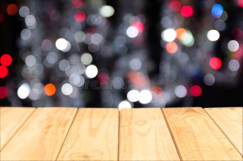 Wood tabellöverkant på skinande bokehbakgrund arkivfoto