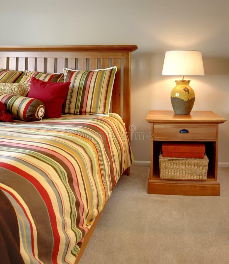 Wood underlag och nightstand med band royaltyfri foto