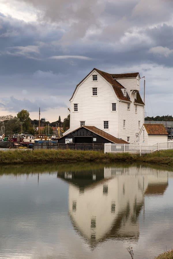 Woodbridge-Gezeiten-Mühle in Woodbridge, Suffolk, auf den Banken des Flusses Deben, Woodbridge-Gezeiten-Mühle in Woodbridge, Suff lizenzfreie stockfotografie
