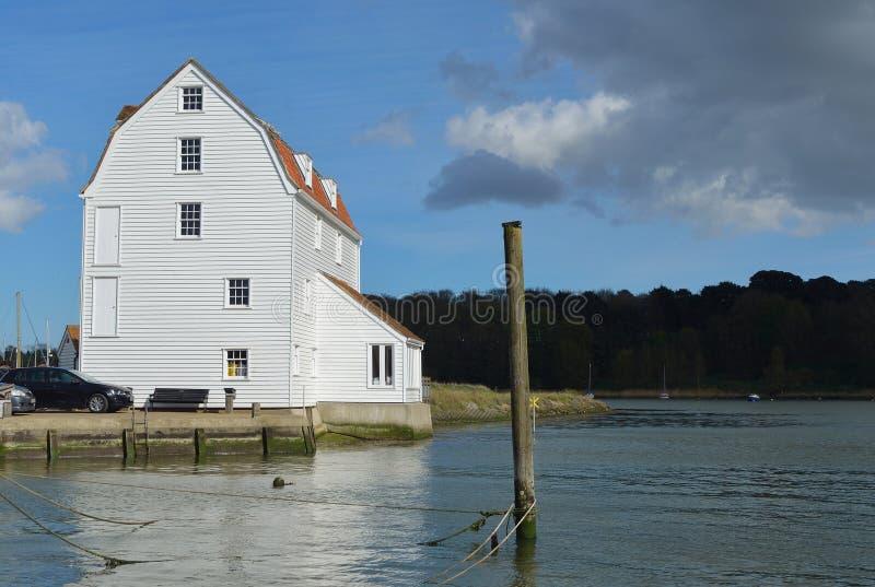 Woodbridge Quay und Gezeiten-Mühle auf dem Fluss Deben-Suffolk lizenzfreie stockbilder
