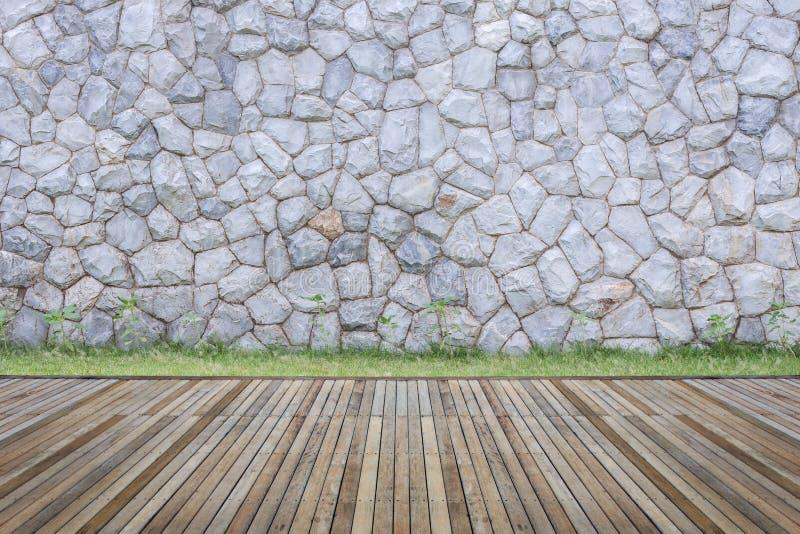 Woodecking o suelo y planta en el jardín decorativo fotografía de archivo