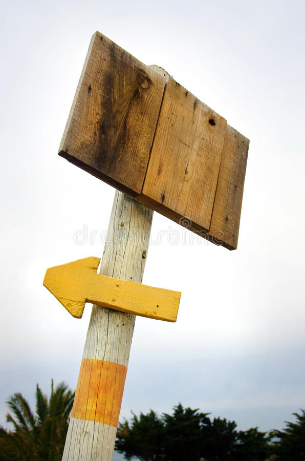 Wooden placard a arrow