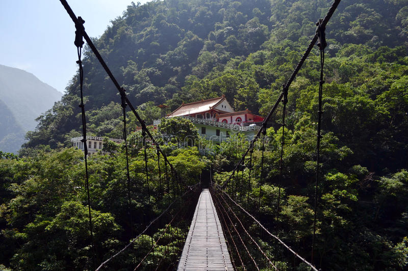 A wooden bridge connecting two gorges near Chan Guang Temple, Ta stock photography