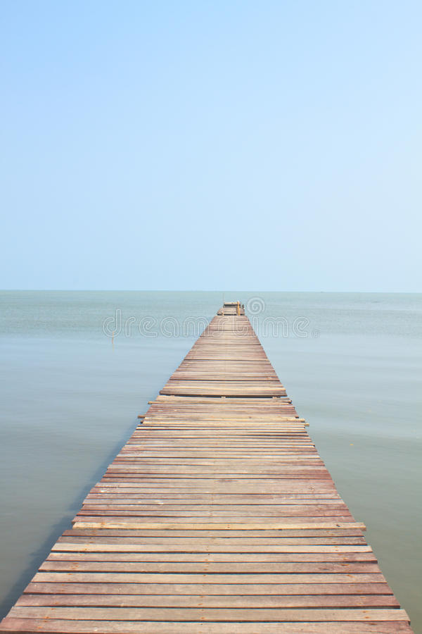 Free Wooden Bridge Into The Sea Royalty Free Stock Photography - 38013027