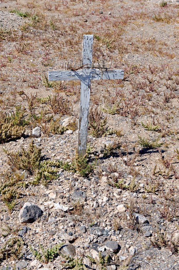 Wooden Cross On Desert Grave Stock Images