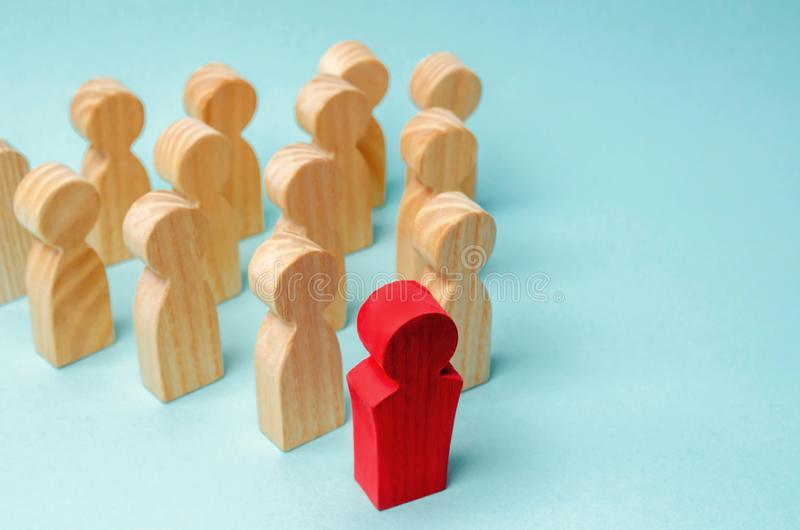 Wooden figures of people. The boss of the business team indicates the direction of movement to the goal. The crowd is following. The leader. The concept of royalty free stock photos