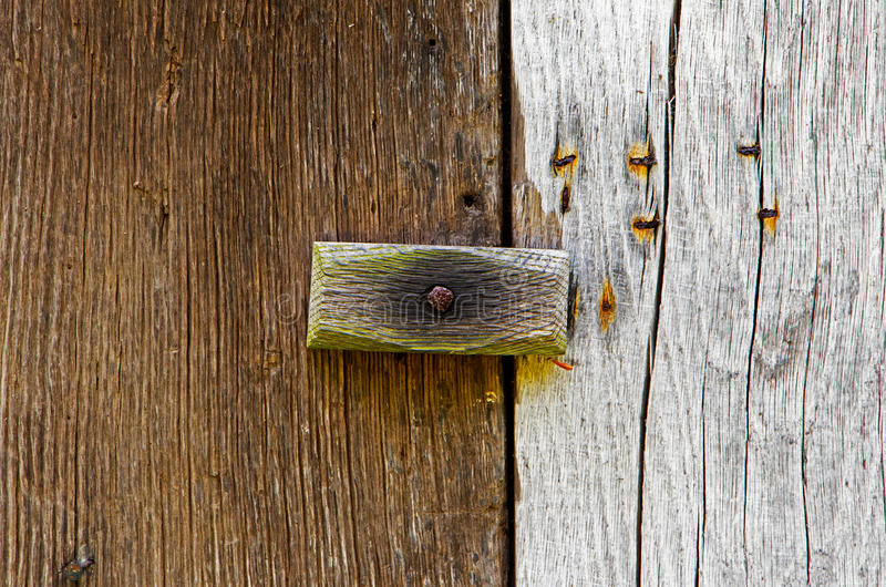 https://thumbs.dreamstime.com/b/wooden-latch-wooden-door-43598816.jpg