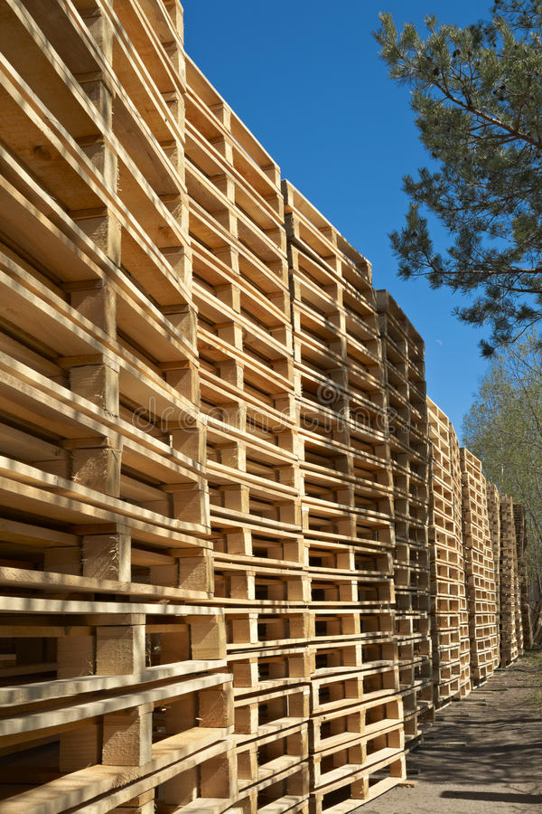 Free Wooden Shipping Pallets Stock Photo - 13265630
