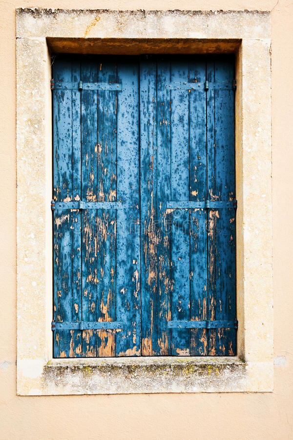 Free Wooden Window Shutter Stock Images - 28204794