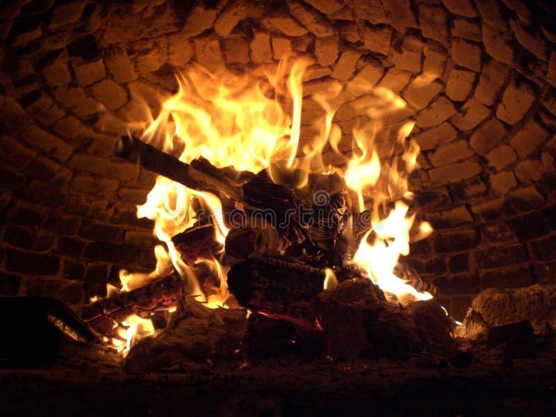Woodenfire en el horno fotografía de archivo libre de regalías