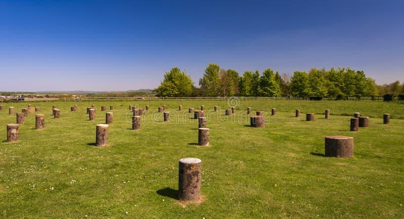 Woodhenge w Wiltshire pod niebieskim niebem obrazy stock