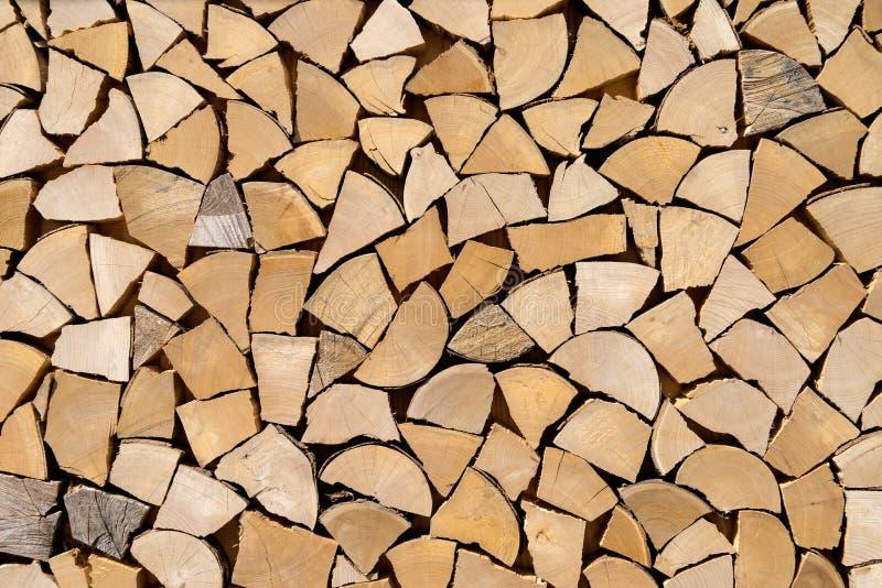 Woodpile imitado de partes de madeira curtos foto de stock