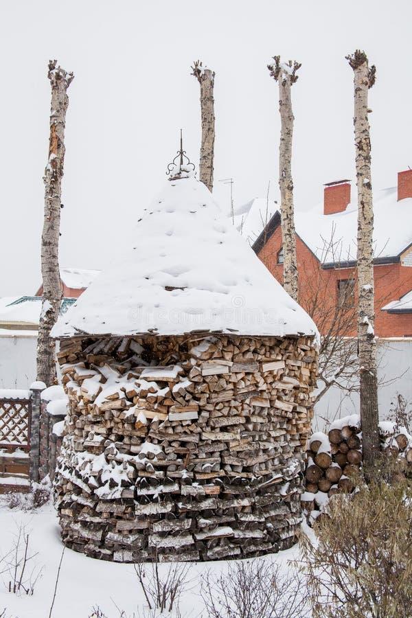 Download Woodpile mit Feuer-Holz stockbild. Bild von teile, architektur - 90225859