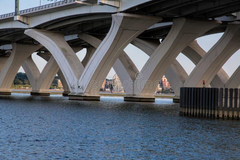 Woodrow Wilson Bridge en Nationale Haven stock afbeelding