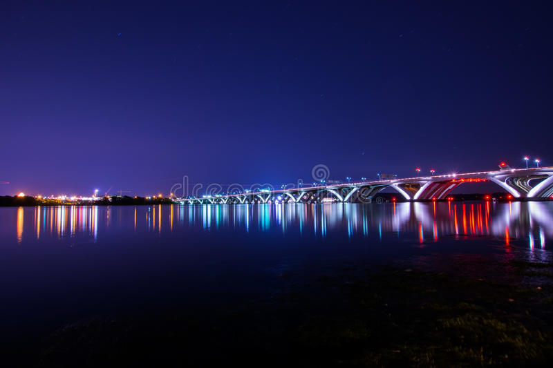 Woodrow Wilson Memorial Bridge at Night With Reflection off The royalty free stock images