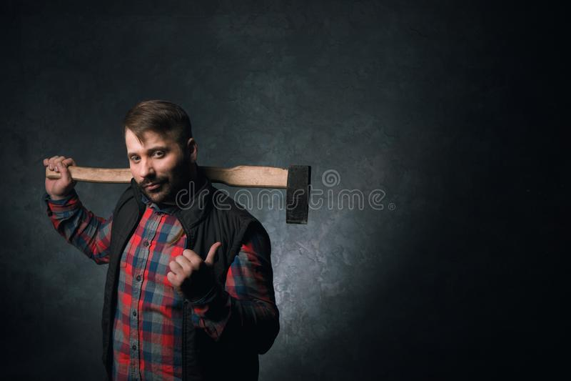 Woodsman с осью Мыжская прочность стоковые фотографии rf