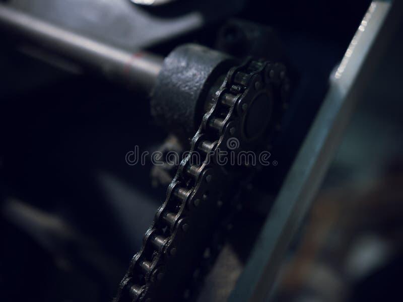 Куча цепей и машин фабрики woodworking стоковая фотография rf