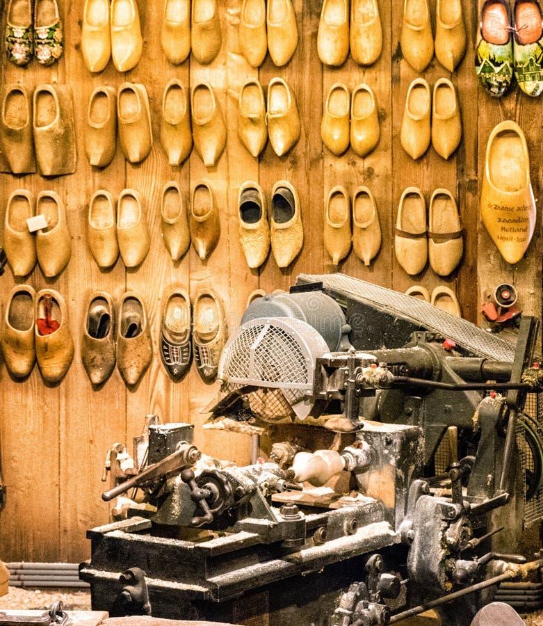 Woodworking maszyny w but fabryce fotografia royalty free