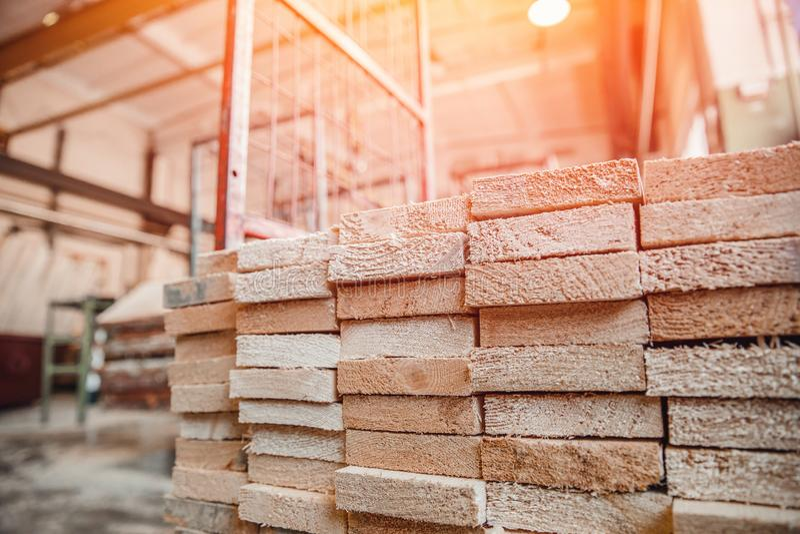 Woodworking, tartaczny warsztat dla produkcji i przerób drewno, szalunek, zaszalujemy zdjęcia stock