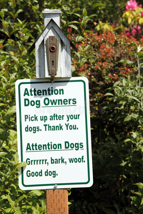 woof знака парка собаки стоковое изображение rf