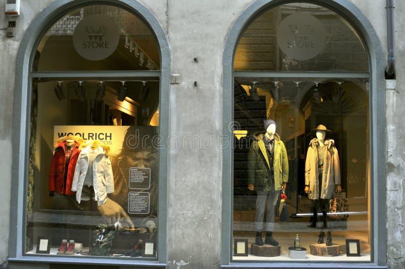 Woolrich mode shoppar i Florence, Italien fotografering för bildbyråer