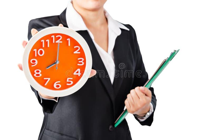 Wooman d'affaires montrant l'horloge photographie stock