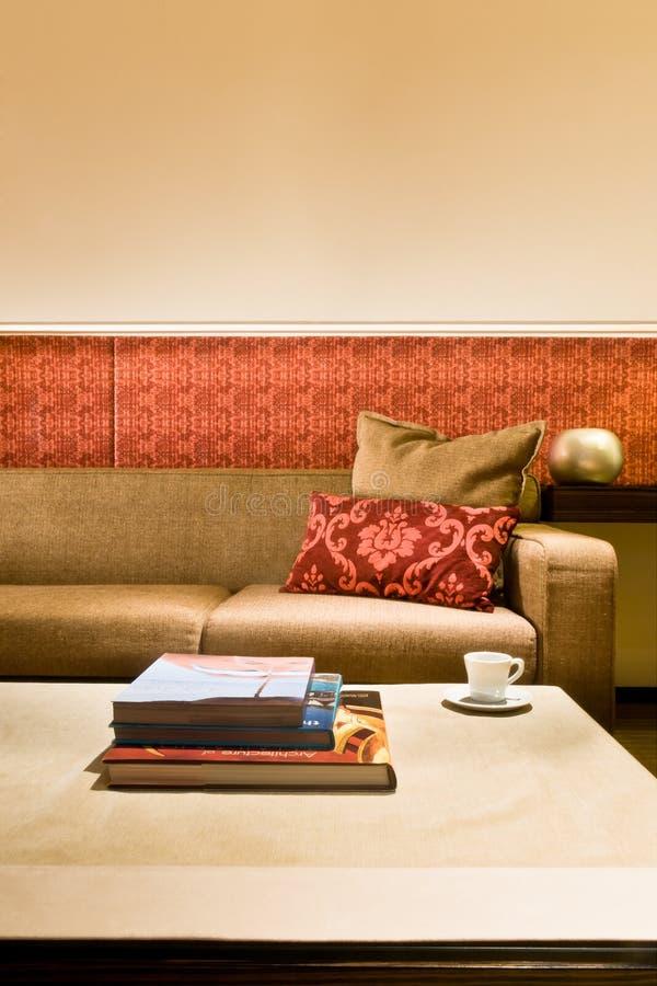 Woonkamer met mooi binnenlands ontwerp stock fotografie