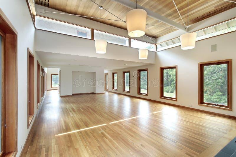 Woonkamer in modern huis stock foto