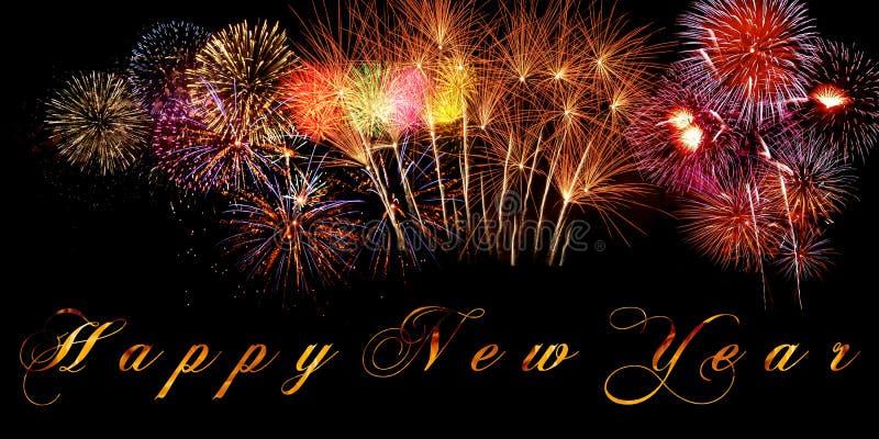 Woorden Gelukkig die Nieuwjaar op banner met sparkly vuurwerk en brandende brieven op zwarte achtergrond wordt geschreven stock fotografie