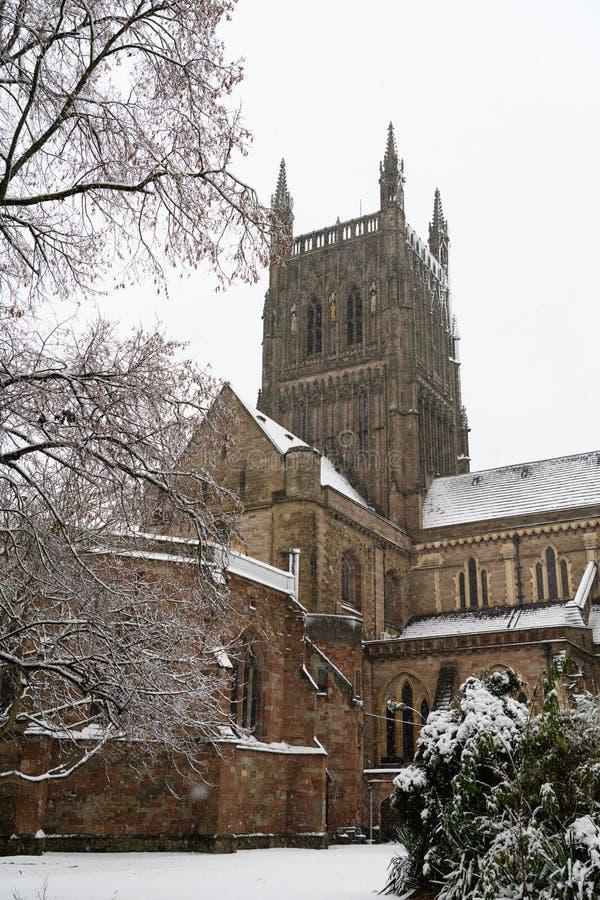 Worcester domkyrka i snön, England royaltyfri bild