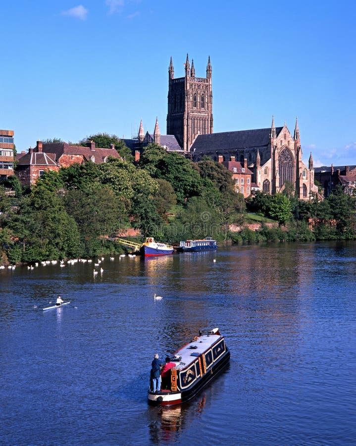 Worcester-Kathedrale und Fluss Severn stockbilder