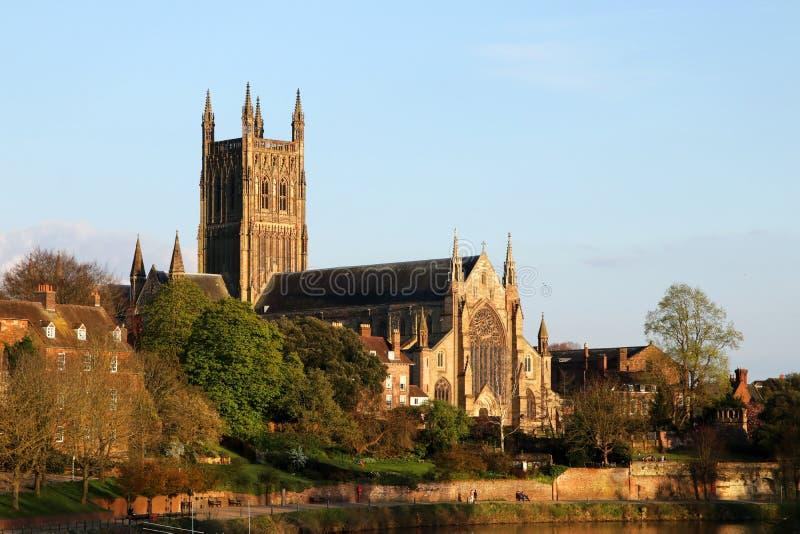 Worcester-Kathedrale vom Fluss Severn stockbild