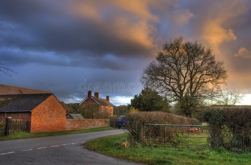 Worcestershire-landbouwbedrijf bij zonsondergang royalty-vrije stock afbeeldingen