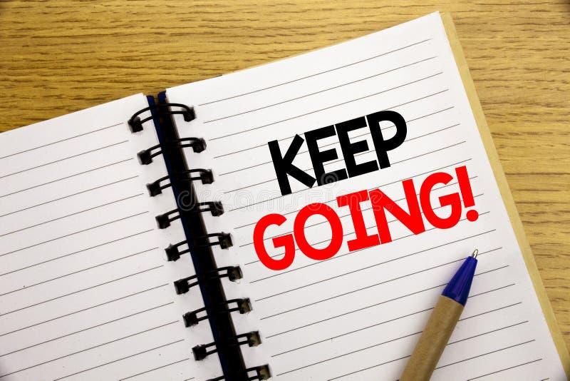 Word, écrivant continuent à aller Concept d'affaires pour Go déplaçant laisser en avant écrit sur le bloc-notes avec l'espace de  photos stock