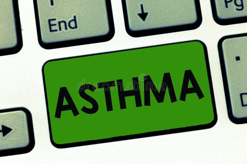 Word écrivant l'asthme des textes Concept d'affaires pour l'état respiratoire marqué par des spasmes dans les bronches des poumon photographie stock libre de droits