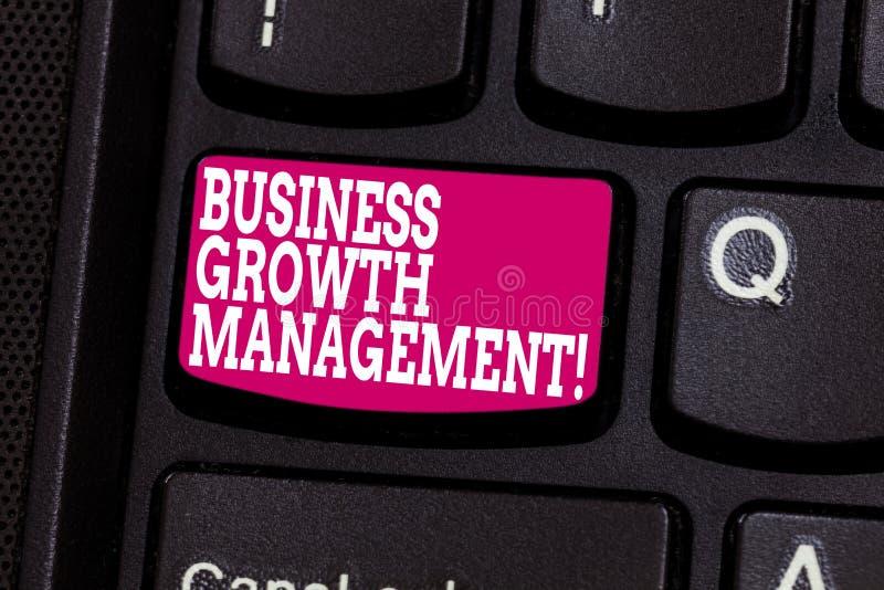 Word écrivant la gestion de croissance d'affaires des textes Concept d'affaires pour amplifier la ligne ou le revenu supérieure d photo libre de droits