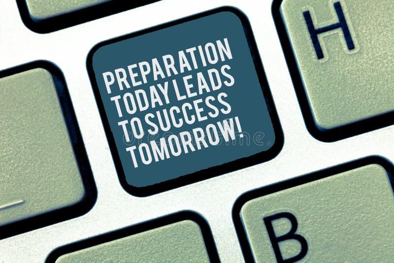 Word écrivant la préparation des textes mène aujourd'hui au succès demain Concept d'affaires pour Prepare maintenant pour l'aveni images stock