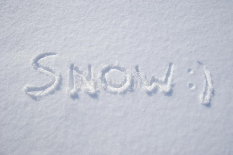 Word 'снег' написано на снегу стоковые изображения rf