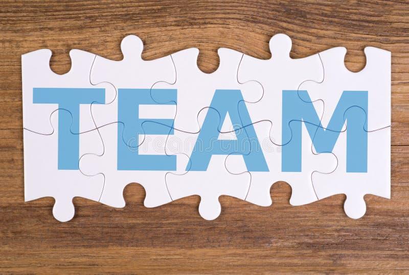 """Word """"équipe """"écrite sur des morceaux de puzzle photo stock"""