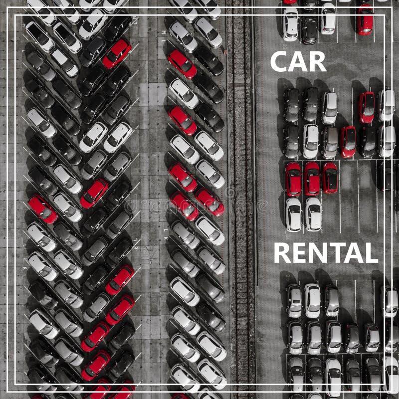 Word Autohuur over vele auto's van hierboven stock fotografie