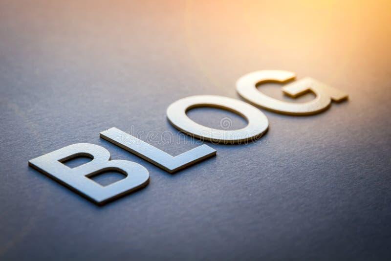 Word-Blog geschrieben mit weißen, soliden Buchstaben stockbild
