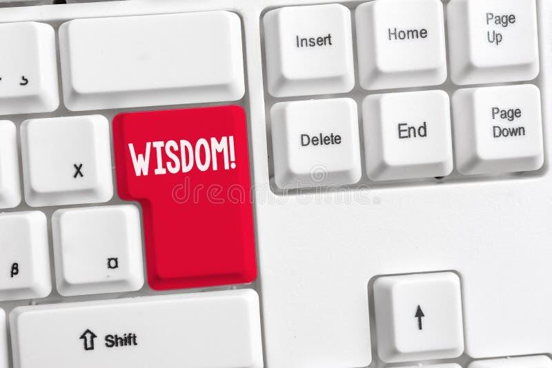 Word ?crivant la sagesse des textes Concept d'affaires pour la qualité ayant la connaissance d'expérience et le bon jugement quel image libre de droits