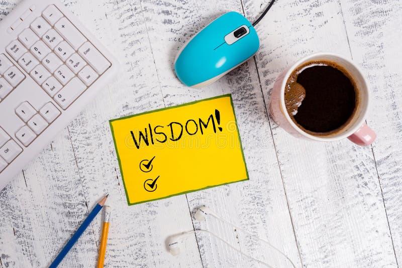 Word ?crivant la sagesse des textes Concept d'affaires pour la qualit? ayant la connaissance d'exp?rience et le bon jugement quel photos stock